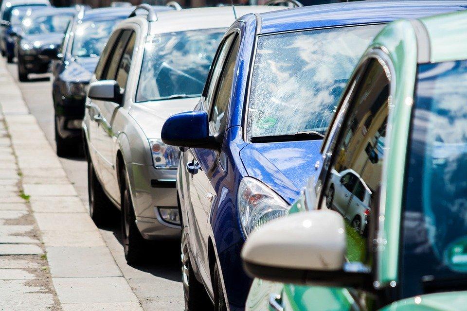 ¿Puedo deducir los gastos de un coche?